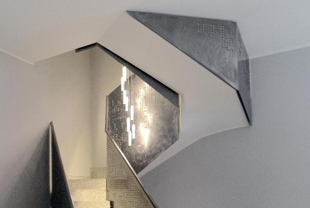 Illuminazione per delle scale da parte di Marco Petrucci.