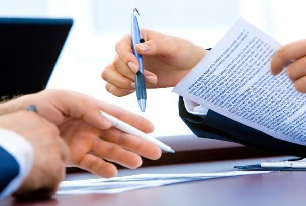 Firma di un contratto di usufrutto.