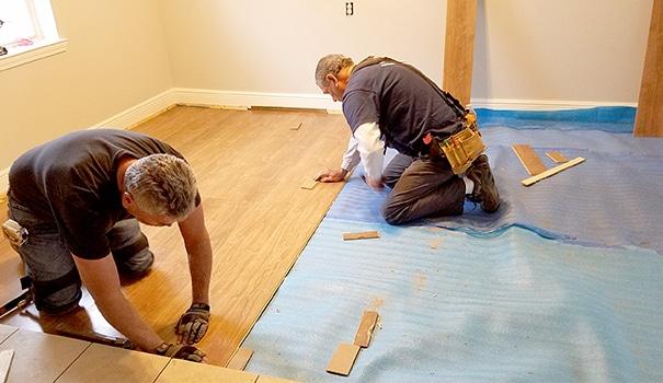 Anche la sostituzione dei pavimenti può essere realizzata in economia.
