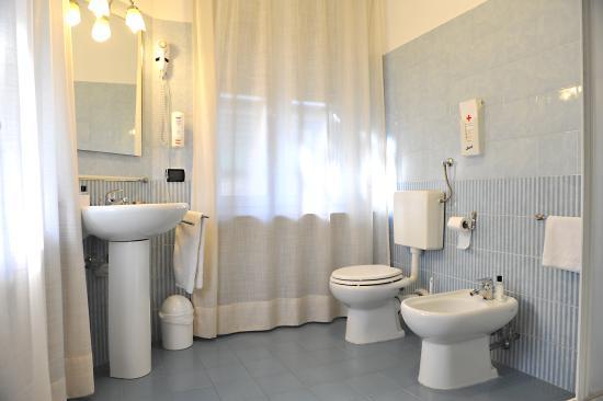 In una ristrutturazione per affittacamere, il rifacimento dei bagni è uno degli aspetti fondamentali.