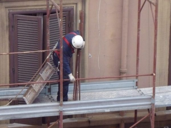 intervento di ristrutturazione degli esterni, possibile con un budget di 50.000 euro.