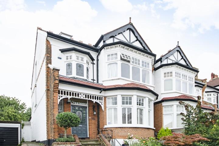 Ristrutturare una casa d'epoca richiede alcune attenzioni particolari.