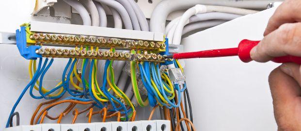 Un intervento di riqualificazione di un impianto elettrico.