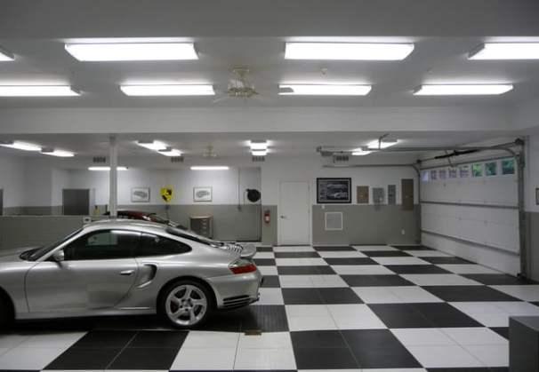 Come scegliere un'impresa per ristrutturare un garage? Qui l'immagine di un garage ristrutturato veramente con stile.