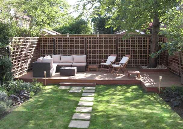 Realizzare un angolo living può essere un'ottima idea da mettere in pratica se si pensa di ristrutturare il giardino.