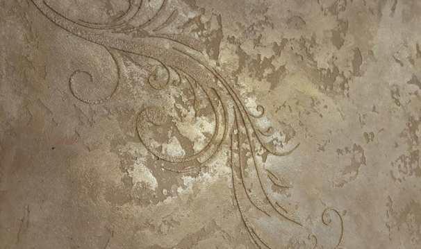Ristrutturare casa con lo stucco veneziano permette di creare effetti particolari sulle pareti.