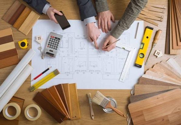 La predisposizione di un preventivo per la ristrutturazione di una casa con l'individuazione delle voci che deve contenere.