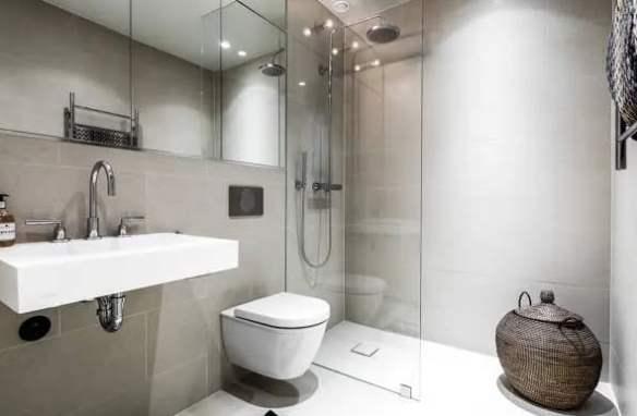 Soluzioni e consigli su come fare per ristrutturare un bagno cieco.
